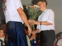 1994 12 10 NTV Julschauturnen Blumen für Festwartin Annelies