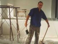 1996-12-02-turnerheim-anbau-auch-der-obmann-gerald-stutz-wird-zum-maler