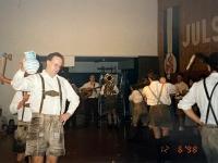 1998 12 05 Julschauturnen Schuhplattler Ausmarsch