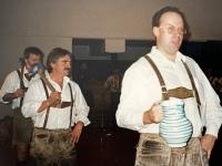 1998 12 05 Julschauturnen Schuhplattler Einmarsch
