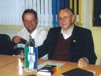 2000 09 15 Erste Turnratsitzung im neuen Sitzungszimmer Schriftführerin Obmann und Ehrenobmann