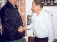 2004-02-28-geburtstagsständchen-geyer-siegi-der-obmann-gratuliert