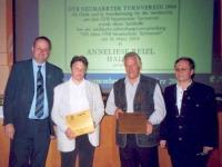 2004-03-14-hauptversammlung-kleine-taferl-verewigen-grosse-funktionäre