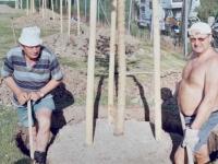 2004-04-30-baumallee-jahnwiese-grabungsarbeiten-mit-siegi