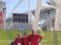 2004-08-20-olympische-spiele-athen-austria-fan-team-vor-dem-olympischen-feuer