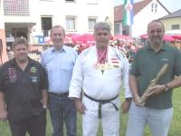 2004-09-04-tag-der-offenen-tür-im-th-die-gemeinde-ehrt-doppelweltmeister-helmut-gföllner