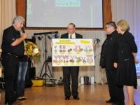2009-10-10-20-jahre-ipz-geschenk-der-beiden-judokas