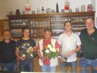 2010-07-28-ltf-steyr-siegesfeier-im-turnerheim-auch-jürgen-ruttinger-bekam-ein-kleines-geschenk-für-den-1-rang_
