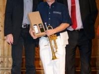 2011 12 03 Julschauturnen Herzlichen Glückwunsch zum Geburtstag für Obmann_Stv. Hans Leeb