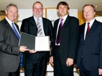2012 09 10 Konsulenten-überreichung-bürgermeister-floss-gratuliert-konsulent-stutz
