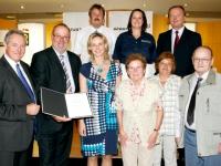 2012 09 10 Konsulenten-überreichung-familienfoto