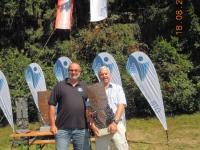 2013-08-18-obmann-mit-gewinner-des-1-jahnschildes-mag-helwig-lehner