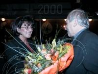 2000 01 21 ÖAAB Bezirkstag Bad Schallerbach Blumen für Ingrid