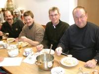 2004-02-20-öaab-bezirks-eisstockturnier-kallhamer-bei-nudelsuppe