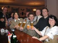 2004-03-27-osterbockanstich-pollham-gruppenfoto-mit-damen