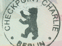 2016 09 26 Berlin Erinnerungsstempel an die DDR_Checkpoint Charlie Berlin