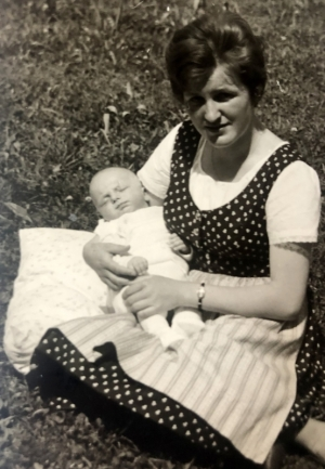 1963 mit Mutter
