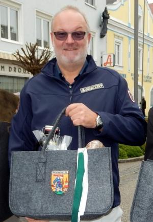 2015 04 18 Ehrung der Gemeinde fuer 20 Jahre Obmann beim Pferdemarkt