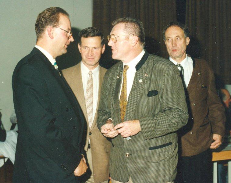 1994-10-08-ötb-turner-unter-sich-dr-dieter-brandenburg-günther-atzmanninger-wieland-wolfsgruber-in-neumarkt-90-jahr-feier