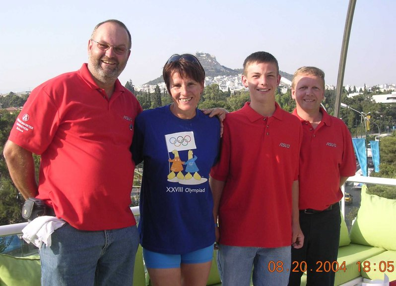 2004-08-20-olympische-spiele-athen-kiesl-theresia-labg-ex_leichtathletin