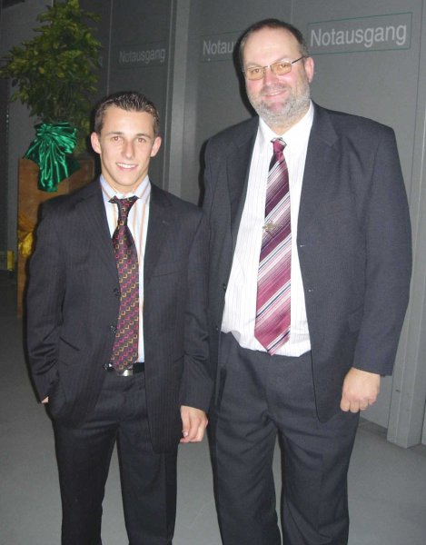 2004-11-27-christian-klien-formel-i-fahrer-im-design-center-linz