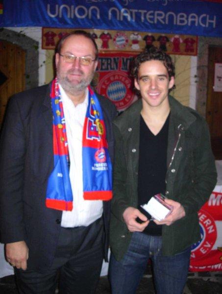 2004 11 28 Owen Hargreaves FCBayern Spieler bei der Weihnachsfeier des Fanclub in Natternbac