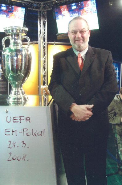 2008-03-28-uefa_em_pokal-ist-in-linz