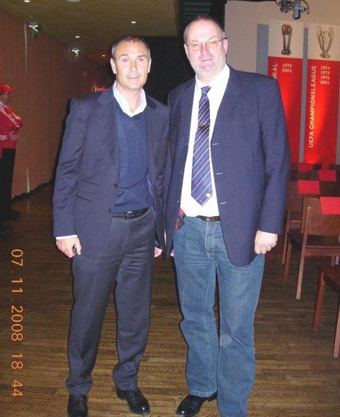 2008 11 07 Raimond Aumann FCBayern Fanclubchef bei der Jahreshauptversammlung des FCBayern in München