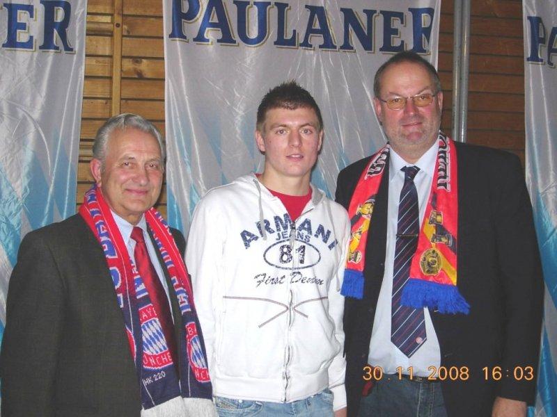 2008 11 30 Toni Kroos FCBayern Spieler bei der Weihnachtsfeier des Fanclub in Natternbach