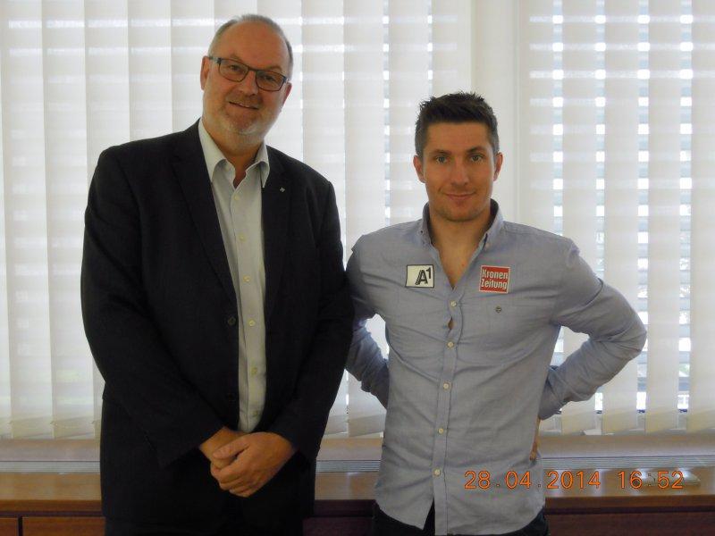 2014-04-28-hirschler-marcel-schi-gesamtweltcupsieger-in-linz-1