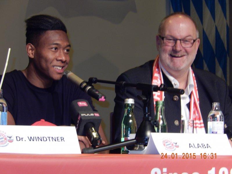 2015 01 24 David Alaba FCBayern Fussballstar beim Empfang in Neukirchen im Interview mit Gerald Stutz