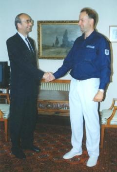 1993 06 25 Türk Dr Helmut Österreichischer Botschaft in Washington anl USA SZ Tournee