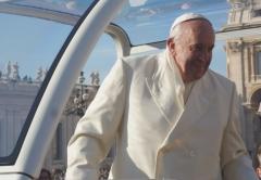 2013-12-18-papst-franziskus-steht-2-meter-vor-mir-in-rom