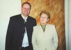 2002-04-17-maria-rauch-kallat-övp-generalsekr-beim-parlamentsbesuch-in-wien