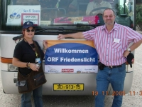 2005-11-19-israel-reiseleiterin-shewi-mit-stutz