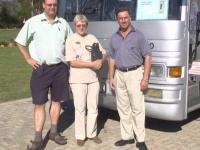 2003-04-05-südafrika-stutz-mit-reiseleiterin-ursula-und-fahrer