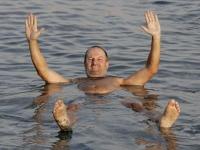 2005-11-18-israel-baden-im-toten-meer-alleine