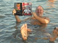 2009-11-23-fcb-magazin-im-toten-meer-israels