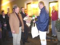 2006 02 18 Geburtstagsständchen Lehner Helwig Turnerheimabfüllung als Geschenk
