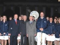 2006 04 28 Geburtstagsständchen Altenstrasser Wilhelm Jubilar inmitten der Spielleute