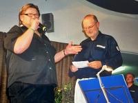 2007 05 05 SZ Wunschkonzert  Geschenküberreichung durch Alfred Zechmeister