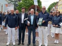 2014 05 30 Konzertreise Konzert in Deutschlandsberg Geschenkübergabe an Bürgermeister
