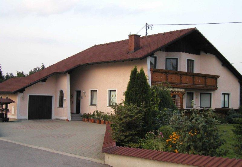 2003 August Wohnhaus mit Zufahrt